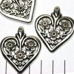 platte hart met bloemetjes - zilver