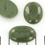 cabochon 30 x 22 mm - green quartz
