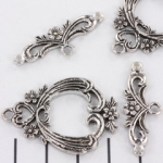 toggle clasp flower decorated - silver