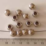 8 mm round met 5 mm hole - silver