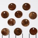 schelp rond plat 12 mm 1 gat - bruin