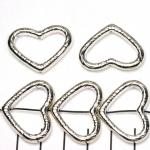 ring met rijggat hart versierd - lichtzilver 21 mm
