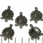 round decorated with 1-3 eyelets - black