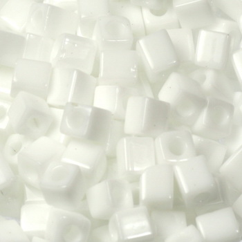 Extra foto's miyuki cubes 4mm - opaque white