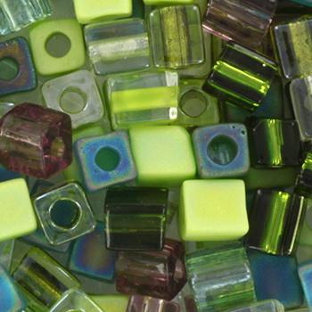 Extra foto's miyuki cubes 4mm - mossy glen